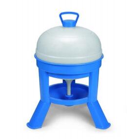 20-Liter-Kunststoff-Siphontränke, mit blauem Stativ und weißem Tank